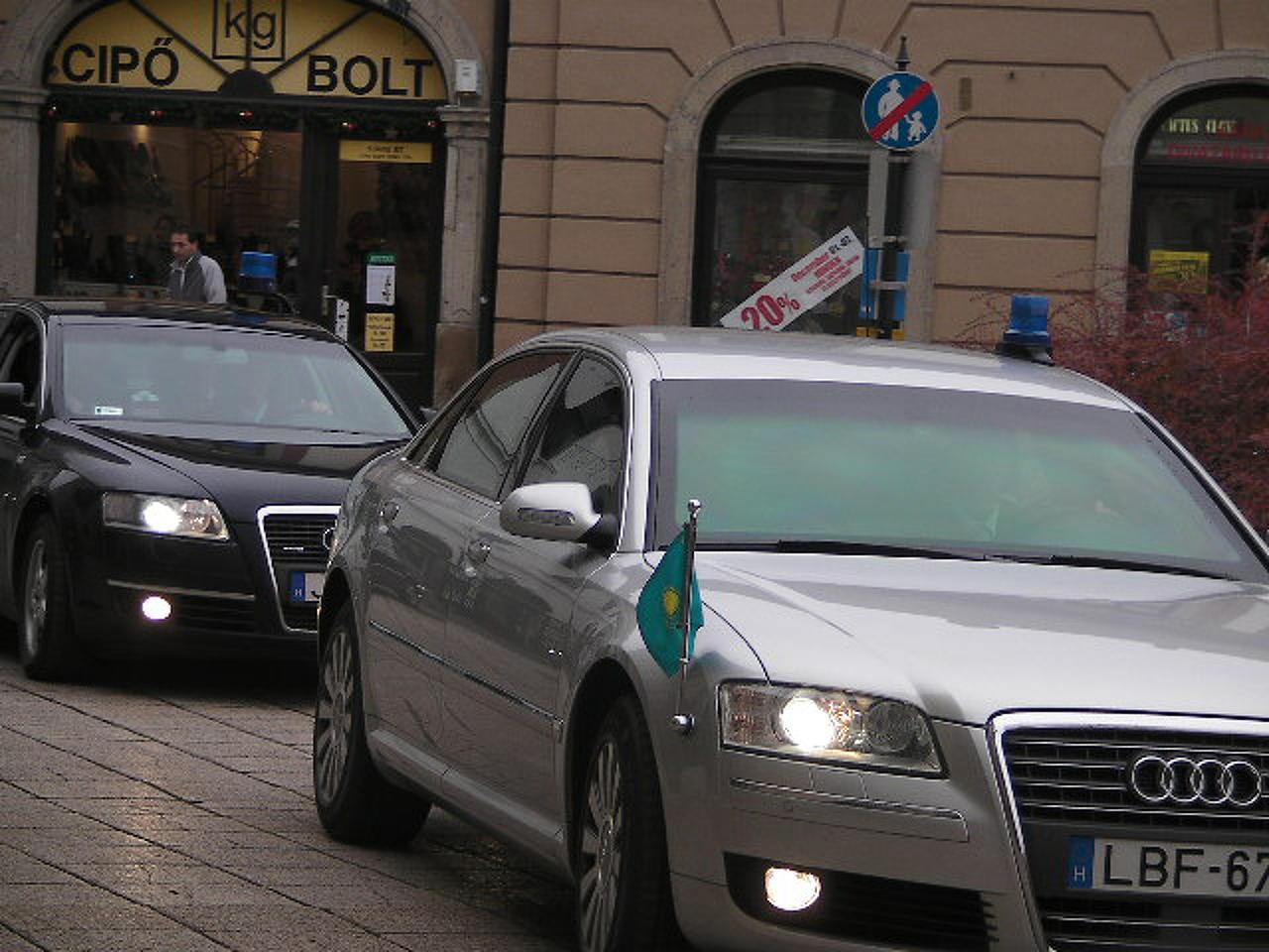 Konvoj kíséretében érkezett a küldöttség